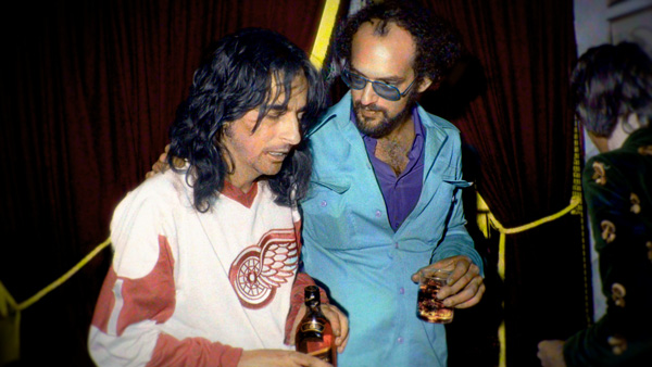 Alice Cooper, left, with his manager Shep Gordon in 1975 (Bob Gruen)